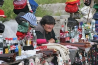 Foto van Woman selling hats and soft drinks at the market in Tblisi - Georgia