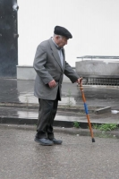 Photo de Elderly man in the streets of Tblisi - Georgia