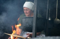 Foto van Woman cooking for a roadside eating stall - Georgia