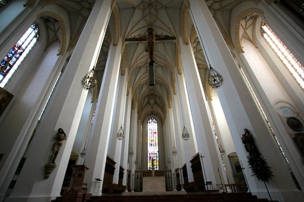 Send picture of Interior of Munich Cathedral from Germany as a free postcard