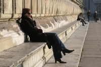 Foto van Woman enjoying the sun in Munich - Germany