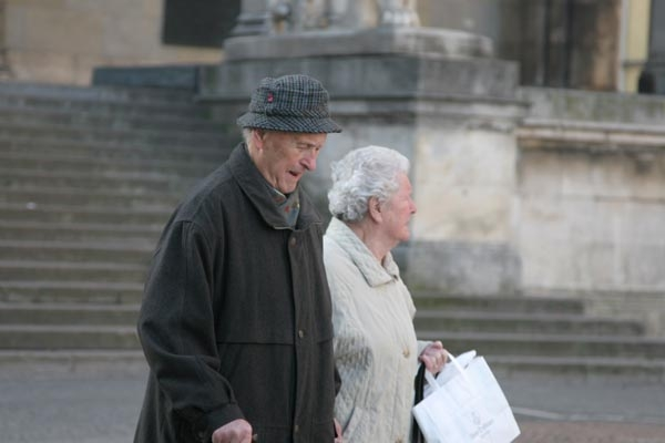 Send picture of Elderly couple in Munich from Germany as a free postcard