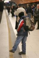 Photo de Schoolboy waiting for the train in Munich - Germany