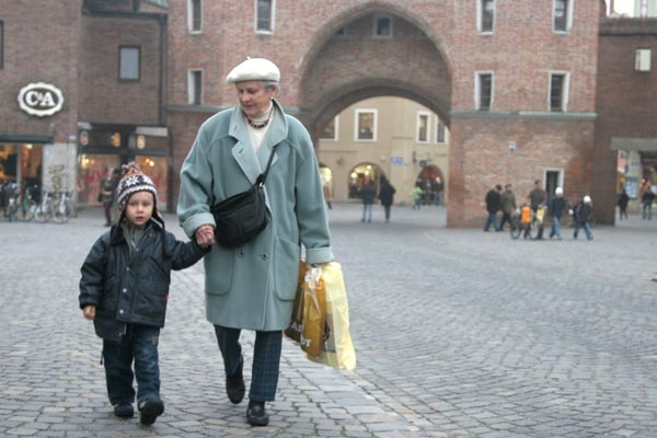 Send picture of Grandmother and grandson in Landshut from Germany as a free postcard