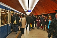 Photo de People getting on and off a metro train in Munich - Germany
