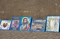 Foto van Variety of religious prints for sale in the streets of Accra - Ghana