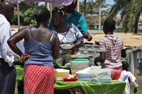 Photo de Selling food at a street stall - Ghana