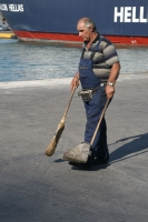 Foto van Street cleaner on Poros island - Greece