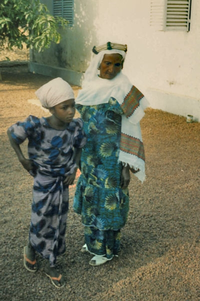 Send picture of Guinean woman and child from Guinea as a free postcard