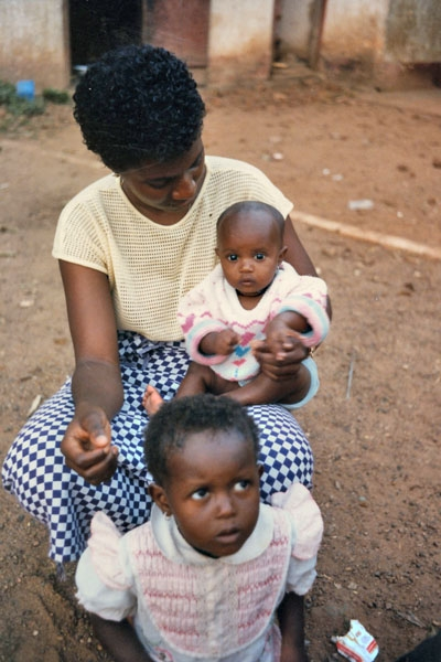 Send picture of Guinean family from Guinea as a free postcard