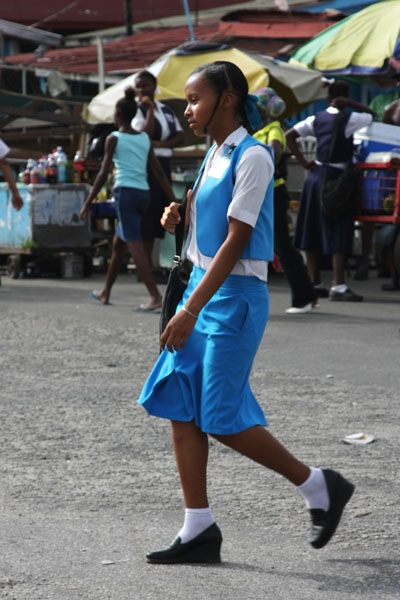 Envoyer photo de School girl in Georgetown de Guyana comme carte postale électronique