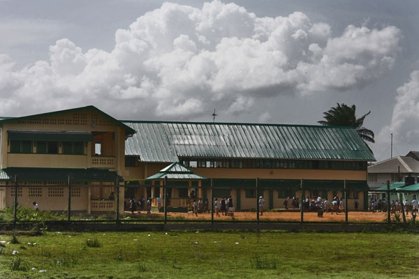 Envoyer photo de Guyanese school in Bartica de Guyana comme carte postale électronique