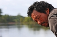 Foto de Amerindian man on the Essequibo river in central Guyana - Guyana
