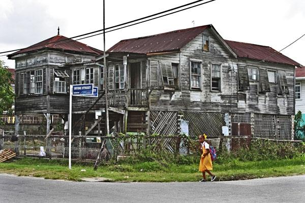 Stuur foto van Corner house in Georgetown van Guyana als een gratis kaart