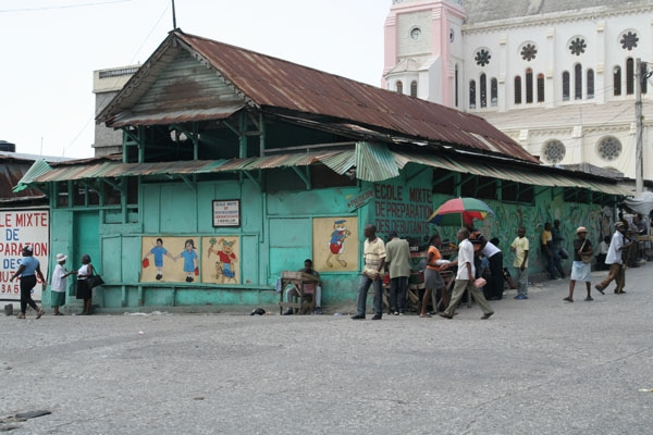 Send picture of Port-au-Prince school building from Haiti as a free postcard