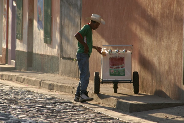Send picture of Ice cream seller from Honduras as a free postcard