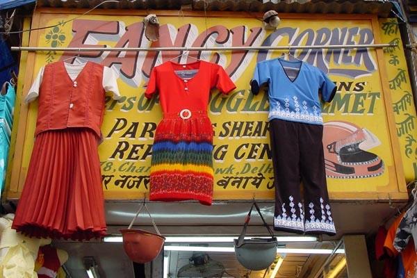 Spedire foto di Fashion at Fancy Corner in Delhi di India come cartolina postale elettronica