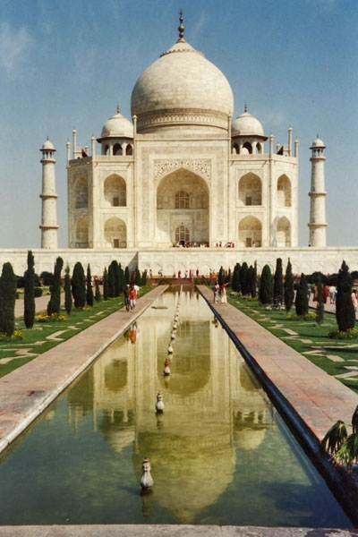 Send picture of The Taj Mahal in Agra from India as a free postcard