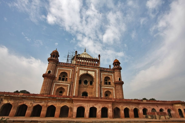 Send picture of Safdarjang's Tomb in Delhi from India as a free postcard