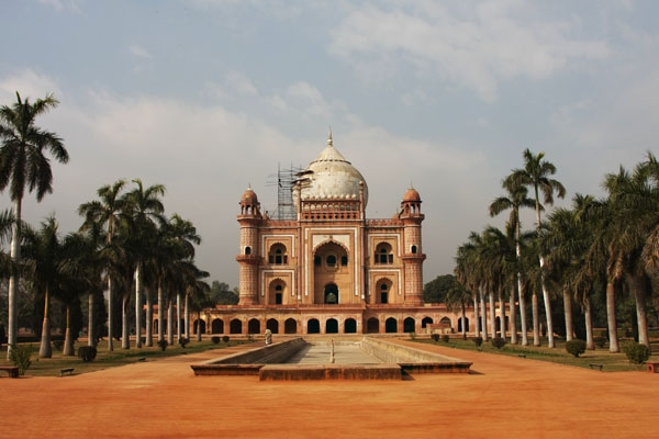 Send picture of Safdarjang's Tomb with palm trees and fountain from India as a free postcard