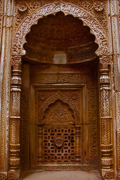 Send picture of Decorated door inside the ruins of Qutab Minar from India as a free postcard