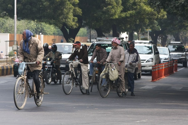 Send picture of Cyclists in Delhi from India as a free postcard