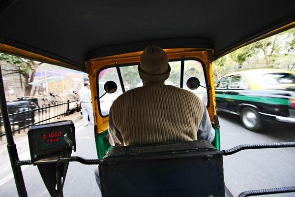 Spedire foto di Inside a rickshaw in Delhi di India come cartolina postale elettronica