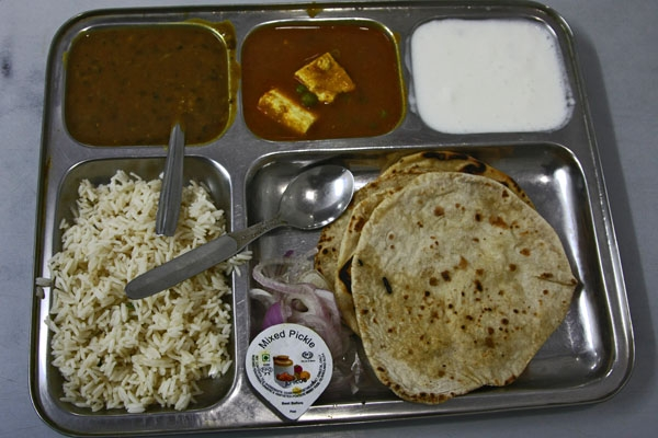 Send picture of Indian meal with naan, rice, sauces and yoghurt from India as a free postcard