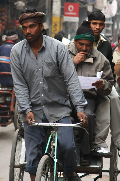Envoyer photo de Rickshaw driver working in Delhi de Inde comme carte postale électronique