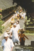 Foto di People walking in a ceremony on Bali island - Indonesia