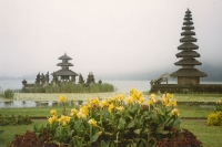 Foto di Lake Bratan Temple Island on Bali island - Indonesia