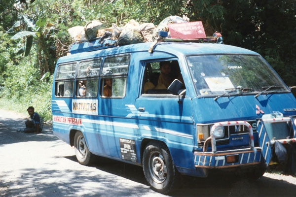 Envoyer photo de Local minibus on Flores island de Indonsie comme carte postale &eacute;lectronique