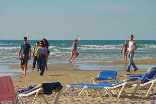 Send picture of Israelis on the beach on a sunny day from Israel as a free postcard