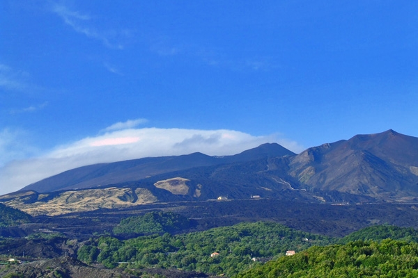 Spedire foto di View over Mount Etna in Sicily di Italia come cartolina postale elettronica