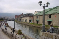 Foto van River, bridge and sidewalk in Otaru  - Japan