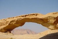 Foto di Rock bridge in Wadi Rum Desert - Jordan