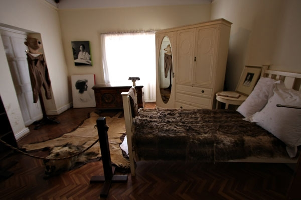 Stuur foto van Bedroom in Karen Blixen house van Kenia als een gratis kaart