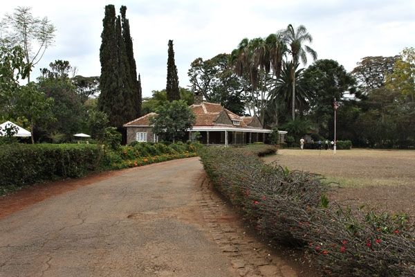Stuur foto van Path leading up to the Karen Blixen house van Kenia als een gratis kaart