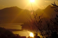 Photo de Sunset over Mekong River near Luang Prabang in the north - Laos