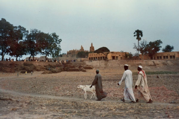 Envoyer photo de People near the town of Mopti de Mali comme carte postale électronique