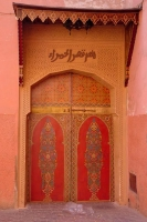 Photo de Red Moroccan door in Fès - Morocco