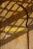 Foto de Shadows on a Fès door - Morocco