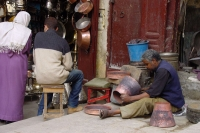 Photo de A coppersmith in Fés working - Morocco