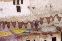 Photo de Leather hanging to dry in the Fés tanneries - Morocco