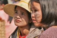 Foto van Young women from Nyaung Shwe - Myanmar (Burma)