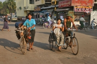 Foto van Traffic in Pathein - Myanmar (Burma)