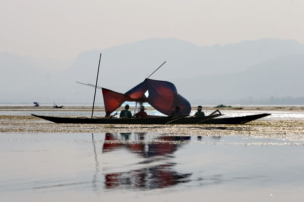 Send picture of Fishermen on Inle Lake from Myanmar (Burma) as a free postcard