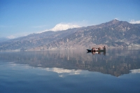 Foto de Boat sailing on Fewa Lake - Nepal