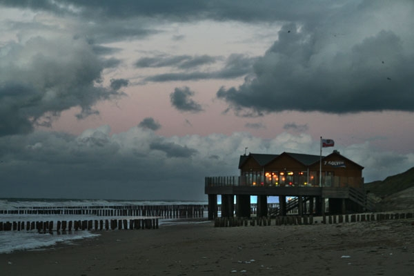 Stuur foto van Beach restaurant by the North Sea in Zeeland van Nederland als een gratis kaart