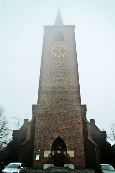 Enviar foto de Church in Leiden on a foggy day de Paises Bajos como tarjeta postal eletr&oacute;nica